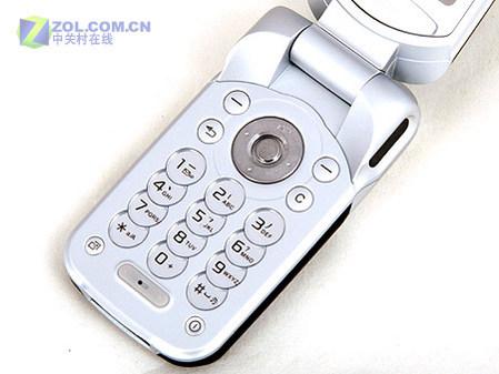 图为索尼爱立信公司的新款翻盖手机 Z530c-拍照蓝牙存储卡 中端全能